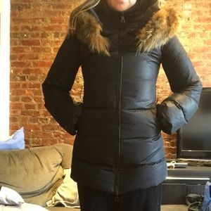 Jackets & Coats - Black down puffy coat with fur collar